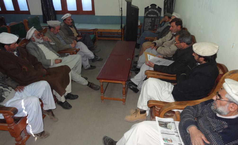 چترال پریس کلب کا صحافی بشیر حسین آزاد کے والد بزرگوار حاجی عبدالمتین کے وفات پرتعزیتی اجلاس