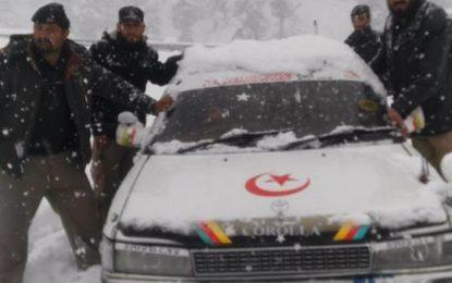 مسلسل بارش اور برف باری کے باعث لواری سرنگ کا راستہ بند، چترال کا ملک کے دیگر حصوں سے زمینی رابطہ منقطع