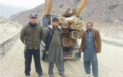 سمگلنگ کی کوشش ناکام، لاکھوں روپے مالیت کی غیر قانونی تعمیراتی لکڑی پکڑی گئی