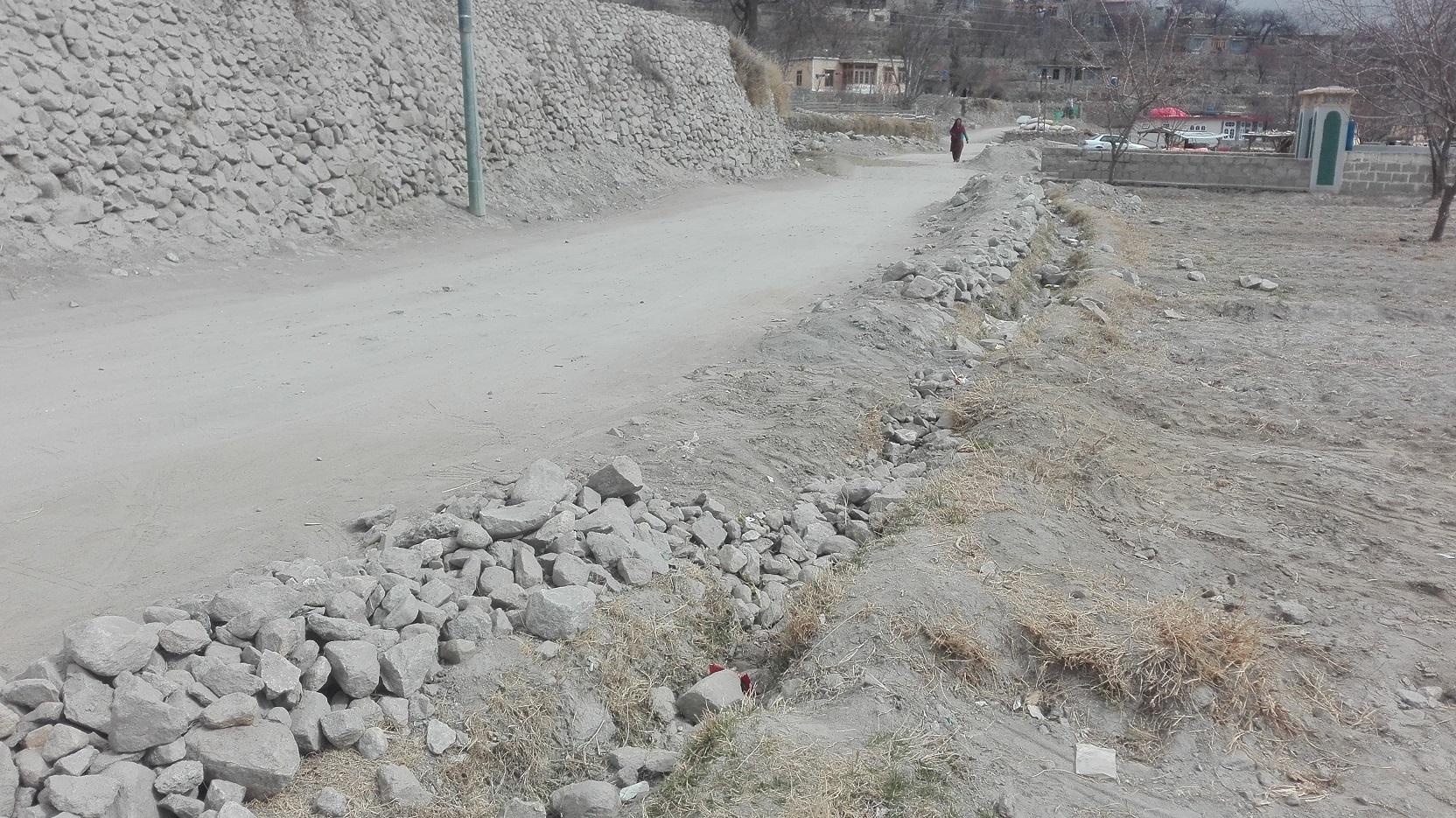 ہنزہ:کریم آباد مرکزی بازار سے قراقرم یونیورسٹی کیمپس کے درمیان اہم سڑک پر تعمیری کام بند