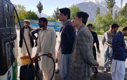 گاہکوچ، ضلعی انتظامیہ کا پیٹرول پمپس پر چھاپے، ہزاروں روپے کے جرمانے عائد