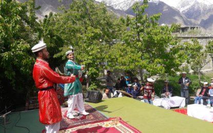 ہنزہ میں روایتی ٹوپی اور شانٹی کا دن جوش و خروش سے منایا گیا