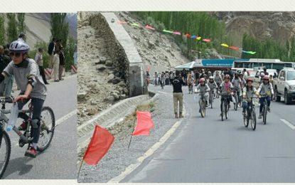 ٹور ڈی خنجراب: گلگت بلتستان میں خواتین کی اولین سائیکل ریس انمول کریم نے جیت لی