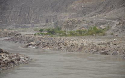 گونر فار، دیامر:سیلابی ریلہ میںبہہ کر ماںاور بیٹی جان بحق، بیٹے کو زخمی حالت میںبچا لیا گیا