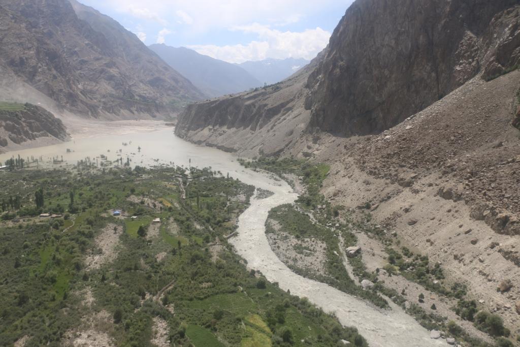 بدصوات نالے سے سیلابی ریلے کا اخراج بدستور جاری، مزید مکانات زیرِآب آگئے، دریائے قرمبر کئی گھنٹوںتک بند رہی