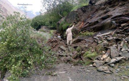 چلاس:متعدد مقامات پر سیلاب نے سڑکوں، فصلوںاور باغات کو متاثر کردیا