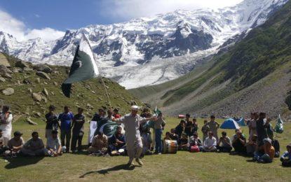 راکاپوشی اور دیران پیک کے بیس کیمپ میںجشن آزادی کی منفرد اور خوبصورت تقریب