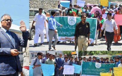 دیامر میںسکولوںکی آتشزدگی کے خلاف بلتستان یونیورسٹی کے طلبہ اور اساتذہ کا احتجاجی مظاہرہ
