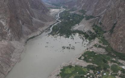 سیلاب سے متاثرہ دوارداس اشکومن میں چھ بچوںکا باپ گراری سے گرگیا، لاش دس روز بعد برآمد
