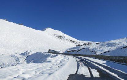 درہ بابوسر پر شدید برفباری، ٹریفک معطل
