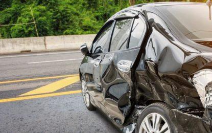 اشکومن کار حادثے میںباپ جان بحق، دس سالہ بیٹا شدید زخمی ہوگیا