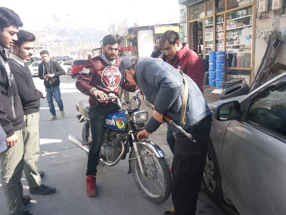 ہنزہ میں غیر قانونی گاڑیوں کے خلاف کریک ڈاون
