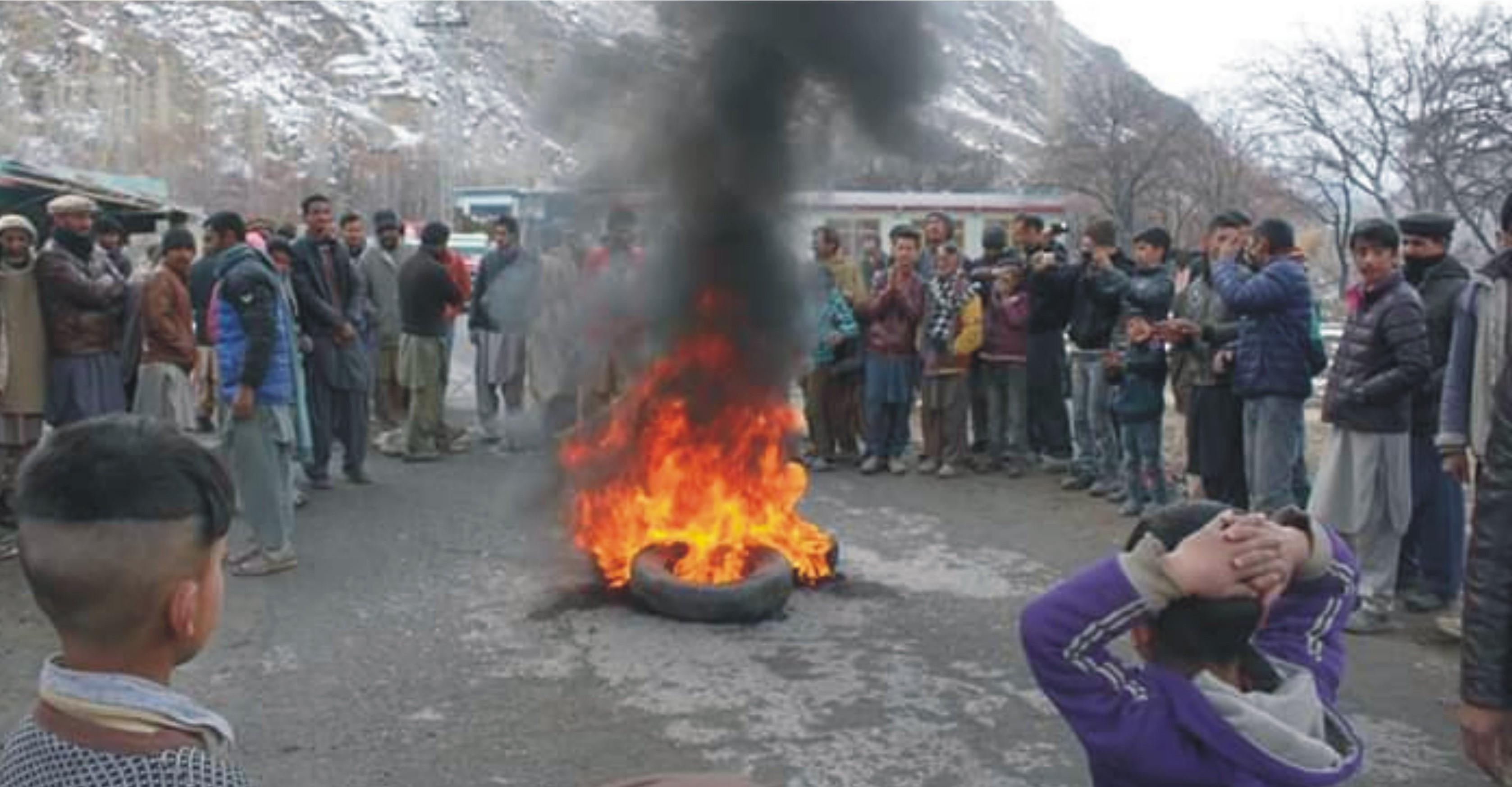 کھرمنگ : مہدی آباد میں پانی کی قلت، مظاہرین نے کارگل روڈ بلاک کرکے احتجاج ریکارڈ کیا