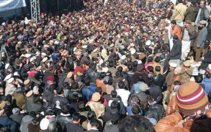 دیدار حسین قتل کیس کے مرکزی ملزم کی گرفتاری کا مطالبہ، اشکومن میں ہزاروںافراد کا احتجاجی دھرنا