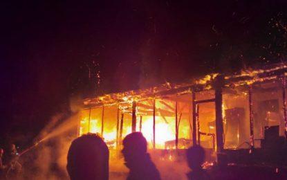 چترال کے علاقے دنین میں آتشزدگی سے ہوٹل اور جنرل سٹور خاکستر