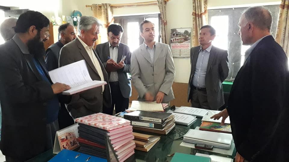 سیکریٹری ایجوکیشن نجیب عالم سمیت محکمہ تعلیم کے اعلی حکام نے  بوائز ہائی سکول گلمت کا دورہ کیا