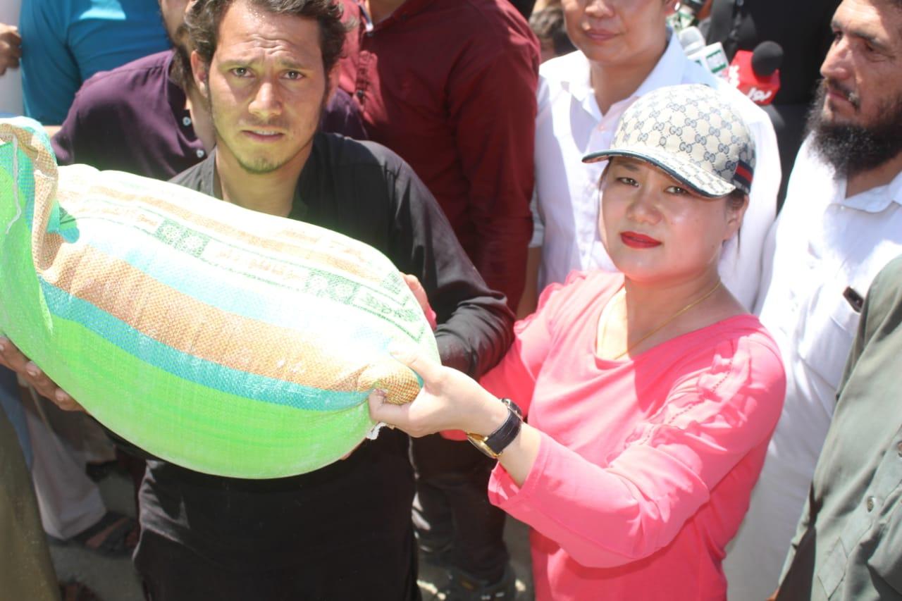 چینی شہریوںنے اپنی تنخواہوںسے کوہستان کے 300 خاندانوں کوماہ صیام کے لئے اشیائے خورد و نوش فراہم کیا