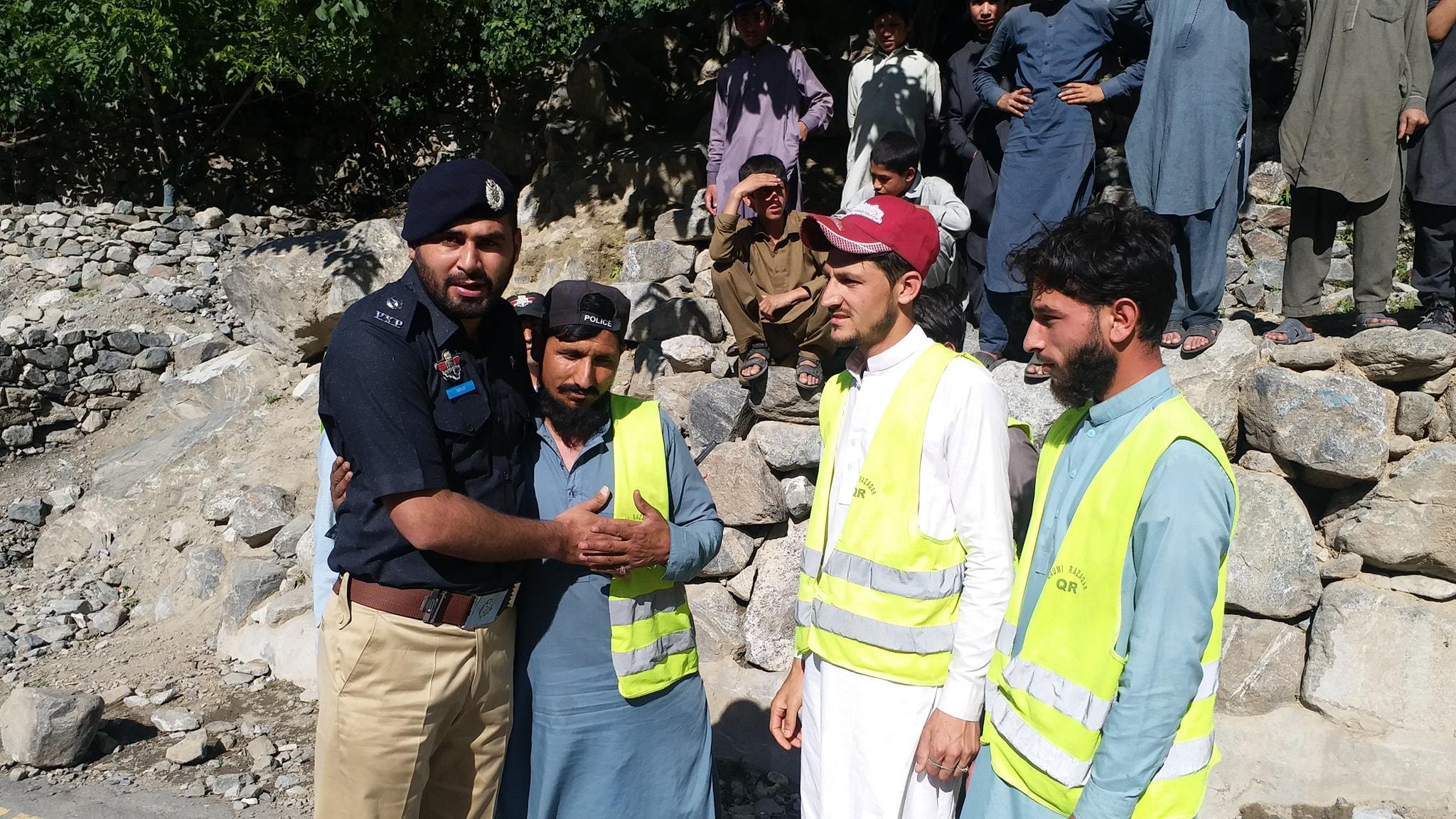 سیاحوںکی حفاظت کےلئے بابوسر روڑپر ٹوراِزم پولیس اور رضاکار فورس کے جوان تعینات