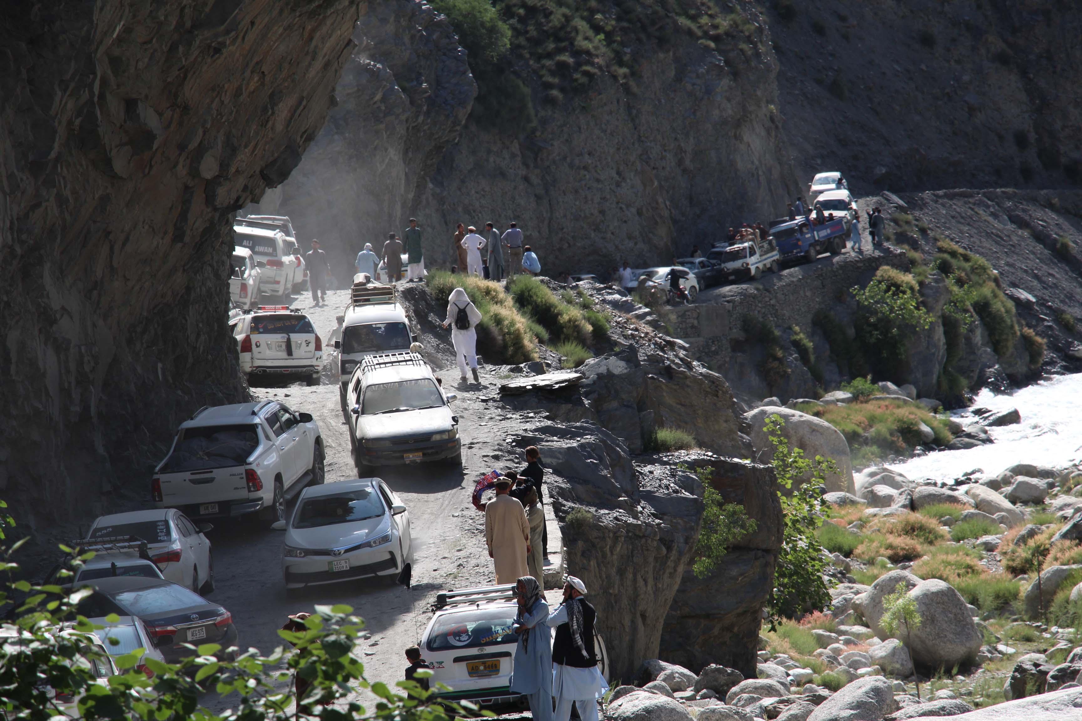 بعد از عید الفطر چار لاکھ سے زائد سیاحوں کی چترال آمد، سڑکوں کی خراب حالت کے باعث مسافروں کو اذیت کا سامنا