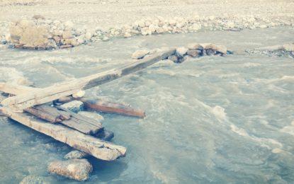 درکوت میں سیلاب سے متاثر ہونے والے تین چوبی پُل نو سالوں سے مرمت کے منتظر
