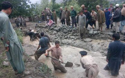 داریل، لاٹی کے مقام پر سیلاب نے تباہی مچا دی، رضا کاروں نے اپنی مدد آپ کے تحت بند باندھ کر زرعی زمینوںکو بچایا