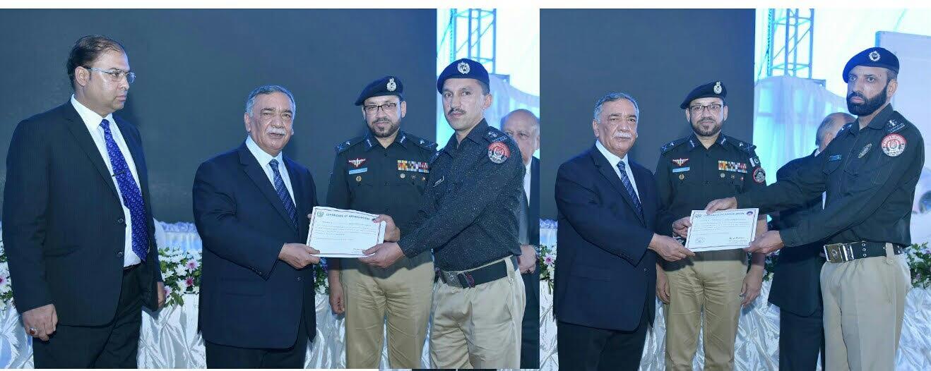 چیف جسٹس آف پاکستان کے گلگت بلتستان پولیس کے دو افسران کو تعریفی اسناد سے نوازا
