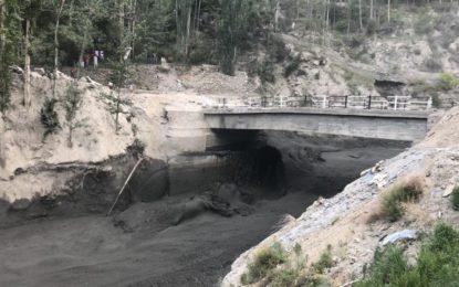 ہنزہ: اُلتر نالے میںسیلاب کے بعد ایک شخص لاپتہ، متعدد نہروںکے سربند تباہ ہو گئے، پانی کا بحران