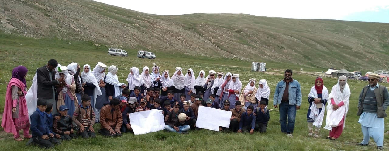 ہائی سکول داس بالا کے طلبہ و طالبات نے دیوسائی نیشنل پارک میں صفائی مہم میں حصہ لیا